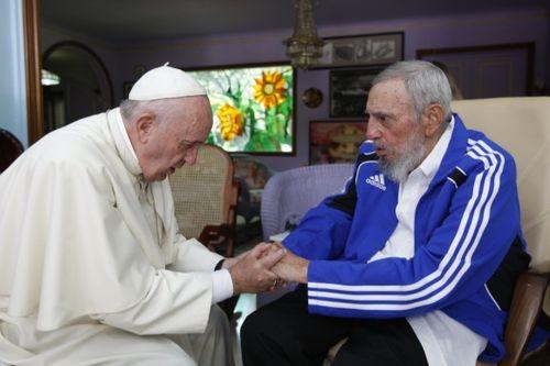 Fidel-y-el-Papa-Saludo-final Foto Alex Castro